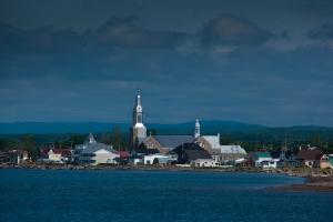 Vue de l\'église de Bonaventure à partir de la plage