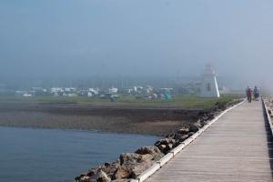 jour du brume, le camping Beaubassin vu du quai