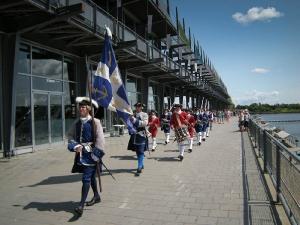La parade du midi dans le Vieux-Port