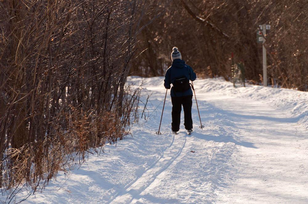 Piste de marche et de ski de fond le long de la rivière