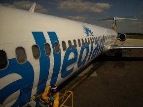 L\'avion avait une heure de retard, départ de St-Petersburg
